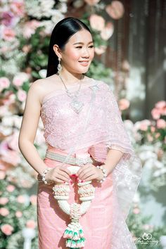 Cambodian People, Thai Dress, Khmer Wedding, Traditional Wedding, Asia, Touch, Costumes, Formal Dresses, Model