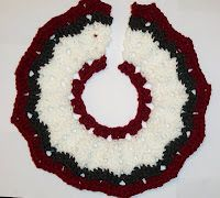 SmoothFox Crochet and Knit: SmoothFox's Christmas Tree Skirt - Free Pattern
