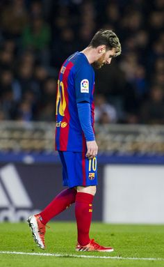 Lionel Messi of FC Barcelona reacts during the La Liga match between Real Sociedad de Futbol and FC Barcelona at Estadio Anoeta on November 27, 2016 in San Sebastian, Spain.