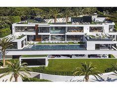 El gran diseñador de lujo Bruce Makowsky famoso por seleccionar diseñar y dar vida a algunos de los hogares más asombrosos del país norteamericano ha sacado a la luz su mayor obra maestra: una nueva casa valorada en 250 millones de dólares. El lujoso bien inmueble está situado en una de las zonas de mayor lujo de Los Ángeles el 924 Bel Air Road. #BruceMakowsky @brucemakowsky #diseño #diseñador #casa #mansión #residencia #EstadosUnidos #EUA #UnitedStates #lujo #luxury via ROBB REPORT MEXICO…