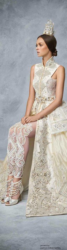 Swarovski showcases 'Sparkling Couture' from South East Asia -Arushi It's not a caftan but might be a good inspiring model ! Evening Dresses, Prom Dresses, Wedding Dresses, High Fashion, Fashion Show, Fashion Design, Mode Shoes, Mode Style, Beautiful Gowns