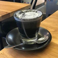 Great ways to make authentic Italian coffee and understand the Italian culture of espresso cappuccino and more! Black Dessert, Coffe Recipes, Coffee Counter, Latte Macchiato, Eco Slim, Cappuccino Machine, Black Food, Fancy Desserts, Coffee Is Life