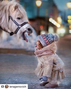 #Repost @lenagernovich with @repostapp ・・・  Может в это сложно поверить, но НЕ фотошоп! Пони не заказывала, снимать с животными не планировала, как всегда действовала по обстоятельствам и быстро. Просто однажды вечером встретились два одиночества - невероятно обаятельная бесстрашная Элис и маленькая лошадка, развлекающая детей у метро Пушкинская. У меня же было несколько секунд, чтобы запечатлеть сие единение  пока толпа зевак не обступила моих моделей плотным кольцом. Обожаю теперь эт