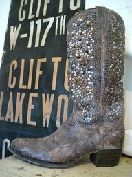 these are my dream boots that will be in my wedding some day. (: