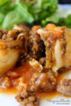 Rolinhos de Berinjela com recheio de Carne Moída e Molho de Tomate, perfeito com um arroz e uma bela salada. Clique na imagem para ver a receita no Manga com Pimenta.