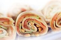 Wraps with smoked salmon, cucumber, boursin and pine nuts Delicious Sandwiches, Wrap Sandwiches, Love Food, A Food, Food And Drink, Lunch Recipes, Healthy Dinner Recipes, Healthy Food, Yummy Snacks