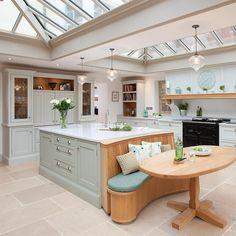 Kitchen and floor tiles Barn Kitchen, Open Plan Kitchen, New Kitchen, Kitchen Decor, Kitchen Design, Kitchen Ideas, Kitchen Nook, Kitchen Layout, Rustic Kitchen
