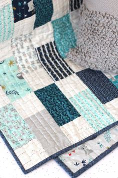 Bricks Baby Quilt Tutorial quilting Diary of a Quilter Quilt Baby, Baby Quilts Easy, Baby Quilts For Boys, Modern Baby Quilts, Baby Quilts To Make, Quilted Baby Blanket, Baby Patchwork Quilt, Scrap Quilt, Jellyroll Quilts