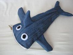 Trousse requin en jeans