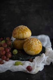 Los cerezos en flor: Bollos de mosto Hamburger, Bread, Flower, Buns, Afternoon Snacks, Breakfast, Sweets, Egg Yolks, Egg Wash