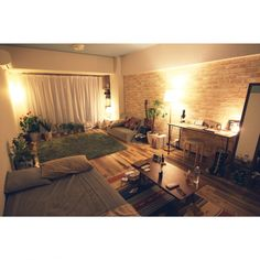 Small room design can be challenging if you've never worked with a small space before. However, small room layout can be simple if you have a second to think about what you're doing . Studio Apartment Design, Studio Apartment Decorating, Small Room Interior, Small Room Design, Home And Deco, Luxury Interior Design, House Rooms, Living Spaces, Bedroom Decor