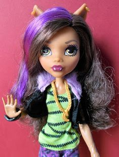 """Calaminthes """"Clawdeens Photoblog"""": REVIEW: First Day At School Clawdeen Wolf"""