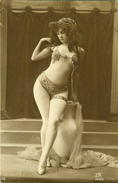 vintage pin up... pin ups have always had one thing... urns.... no, no,... curves...