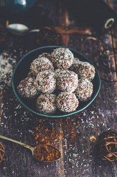 mindenmentes kókuszgolyó - sugarfree dots Paleo, Keto, Sugar Free, Healthy Eating, Cookies, Chocolate, Desserts, Food, Eating Healthy
