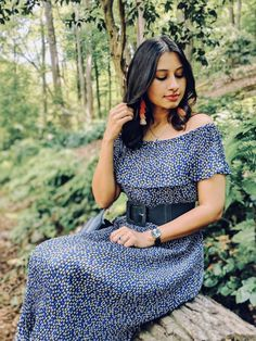 This darling off-shoulder pleated dress has won me over. I have a thing for pleated skirts and dresses, I find they are an easy way to achieve a chic look. Off Shoulder Lehenga, Shoulder Dress, Daniel Wellington Watch, Pleated Skirts, Western Dresses, Summer Looks, Dress Skirt, Wayfarer, Dress Outfits