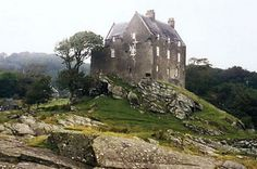 Duntrune Castle in Argyll, Scotland - The home after which Skyfall Lodge was modeled. http://i3.dailyrecord.co.uk