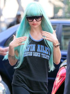 #FashionCrimes... Amanda Bynes arrived to the Manhattan Criminal Court in New York City on Tuesday sporting a turquoise wig