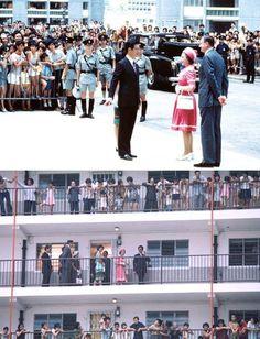 英女王伊利沙伯二世(Queen Elizabeth II)1975年訪問香港,在港督麥理浩的陪同下,參觀愛民邨,居民爭相圍觀。