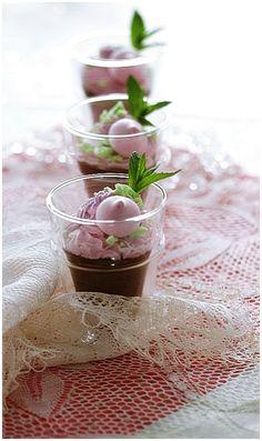 Une mousse au chocolat onctueuse et légère à souhait, selon Pierre Hermé.......et sa chantilly à la
