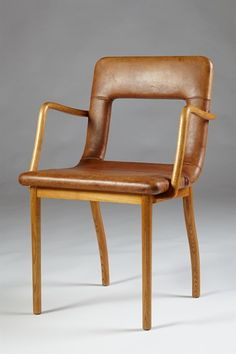 Flemming Lassen; Elm and Niger Leather Armchair for Magasin du Nord's Jubilee Exhibition, 1937.