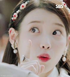 Korean Beauty Girls, Pretty Korean Girls, Iu Moon Lovers, Scarlet Heart Ryeo Wallpaper, Very Lovely, Beautiful, Cute Cartoon Wallpapers, Girl Inspiration, Kpop Aesthetic
