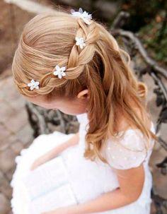 First Communion hairstyles: festive children's hairstyles .- Communion hairstyles festive hairstyles for little girls - Flower Girl Hairstyles, Little Girl Hairstyles, Trendy Hairstyles, Braided Hairstyles, Hot Haircuts, Beautiful Hairstyles, Party Hairstyles, Hairstyles For Kids, Hairstyles Pictures