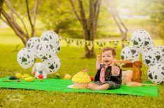 O Smash The Cake do Felipe teve o tema de Fazendinha. Felipe é um japonesinho de olhos azuis <3, muito simpático e sorridente, o seu ensaio rendeu lindas fotos! Curitiba, Kelli Homeniuk, Ensaio de bebê, 11 meses, 1 aninho, pré aniversário, bolo big Cupcake