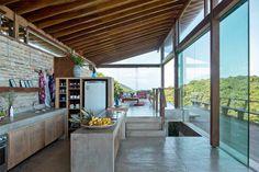 cozinha aberta para varanda / Cozinhas abertas para o jardim #hogarhabitissimo