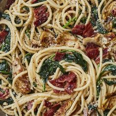 Grab the recipe for this spring Creamy Artichoke and Bacon Bucatini loaded with spinach, bacon, pasta and crispy perfect artichoke hearts! Veggie Recipes, Pasta Recipes, Dinner Recipes, Cooking Recipes, Yummy Recipes, Dinner Ideas, Yummy Food, Bucatini Recipes, Bucatini Pasta