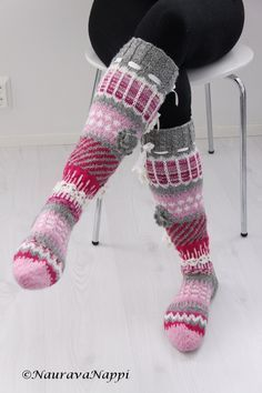 Anelmaiset, kirjoneulesukat, kirjoneule, pitkät villasukat Knitting Charts, Knitting Socks, Winter Socks, Thick Socks, Wool Socks, Happy Socks, Knee High Socks, Boot Cuffs, Knitted Blankets