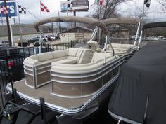 Who wouldn't want a pontoon with a bar on it?! Bennington 2550 RCB with Yamaha 250 and the ESP system.