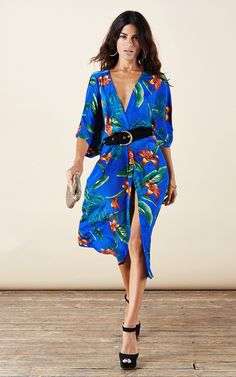A fantastic summer kimono, packs up nice and small to squeeze into a suitcase, throw on over a bikini after the sun goes down or jazz up that little black dress for a night out. Lovely, flowing, lightweight fabric.