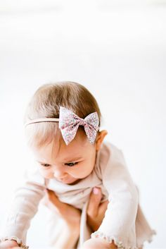 Headband bows by Free Babes Handmade are perfect for the littlest of littles. // Attached to a super soft elastic, these headbands are made to fit comfortably but securely. // Mini Sailor Bow by Free Babes Handmade