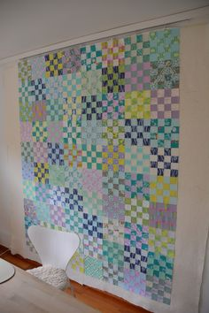 This spring I keep looking through wip boxes, and one of them contained a fair amount of strips in pastell colors from. Pink Quilts, Boy Quilts, Scrappy Quilts, 16 Patch Quilt, Strip Quilts, Quilt Blocks, Charm Square Quilt, Charm Quilt, Quilting Projects