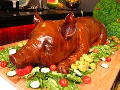- Pig banquette cake by sugarcraft artist Michelle Wibowo Food Society Spectacular Cakes That Look Like Food, Renaissance Wedding, Carnitas, Sugar Art, Fondant Cakes, Good Food, Food And Drink, Menu, Stuffed Peppers