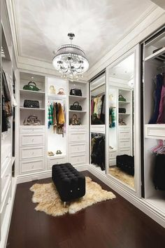 18-walk-in-closet-ideas - 59 walk-in-closet ideas to fulfill your and your clothes' dreams. You'll find much more amazing ideas @ glamshelf.com