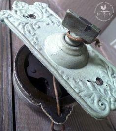 Hand crank Doorbell. We had one when I was a girl.