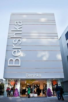 Porcelanosa International: PORCELANOSA Group projects: Bershka in Istanbul (Turk. Retail Facade, Shop Facade, Showroom Design, Shop Interior Design, Commercial Architecture, Facade Architecture, Facade Design, Exterior Design, Design Design