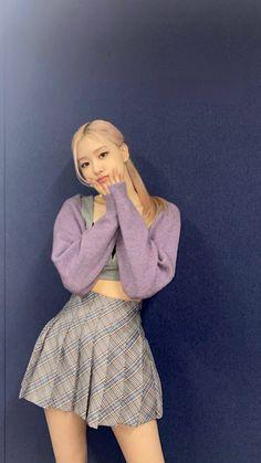 Kim Jennie, Blackpink Fashion, Fashion Outfits, Foto Rose, Mode Kpop, Black Pink Kpop, Foto Art, Blackpink Photos, Kpop Outfits