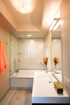 petite salle de bains baignoire douche lavabo blanc - Petite Salle De Bain Avec Baignoire D Angle