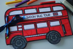 Il London Bus Tour Minibook è un valido strumento per far conoscere ai nostri alunni la cultura inglese, conducendoli alla scoperta della sua capitale.