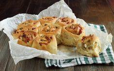 Torta di rose salata con speck e scamorza Croissants, Empanadas, Quiche, Tasty, Yummy Food, Scones, Italian Recipes, Buffet, Brunch