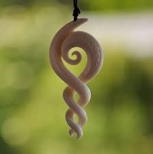 maori koru symbol for family unity love family of five hand carved in bone symbole pour la. Black Bedroom Furniture Sets. Home Design Ideas