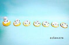 Melting snowman cookies.   HELP! I'm melting...!!! 寒いので、温かくしてくださいね。雪が降る予報もあるそうですし…雪だるま君は嬉しいかな!  #雪ダルマ #アイシングクッキー #decoratedcookies #homemade #sugarcookies #royalicing #横浜 #snowman #アイシングクッキー教室 #手作りお菓子 #アイシングクッキーレッスン #お菓子教室 #snow #help #chocolate #アイシング #シュガークラフト #クッキー #foodstagram #Kaumo #お稽古 #mouthwatering #kawaii #customsweets #お菓子 #cookiefun #cookieart #sos #treats