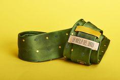 Si no pega con los #Calcetos, no es una #Corbata de @lahuelladandi Pack verde inglés #DejandoHuella