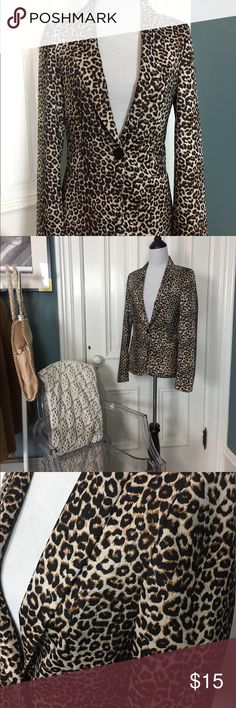 Chic Leopard Blazer Turn heads in this tailored single button leopard blazer.   This piece with its full length sleeves, slit pockets, and single back vent is all you need to top off your winter basics. Elevate any outfit with this piece. Caribbean Queen Jackets & Coats Blazers