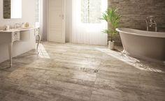 Prachtige natuurgetrouwe keramisch houten vloertegels in 15x120 en 20x120. Het is hout zoals je dat aan de binnenkant van gebruikte houten vaten aantreft (tegels, 56).