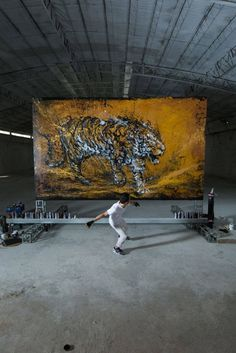 Giant Painting of a Roaring Tiger – Fubiz Media