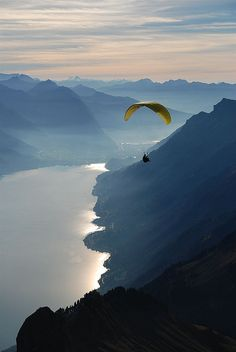 I'm out of words for this. (lake brienz, switzerland)