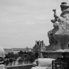 Vista do Louvre e Rio Sena do terraço do Museu D'Orsay em Paris. Julho de 2009.